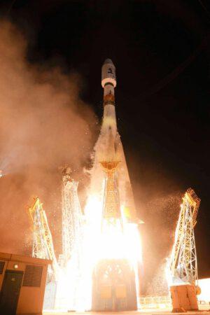 Raketa Sojuz-STB vynáší Gaiu ke hvězdám.