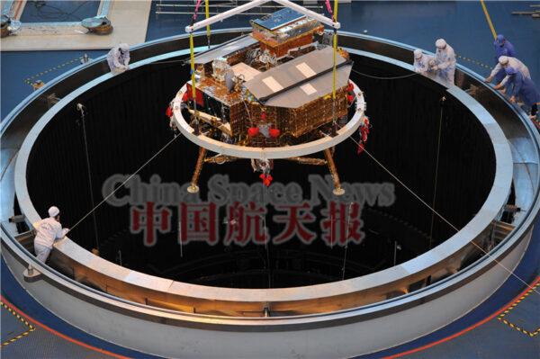 Spouštění landeru do testovací komory