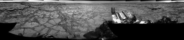 Během solu 125 dorazilo vozítko do lokality Yellowknife bay - panorama ze snímků NavCam