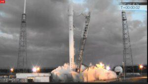 Falcon 9 v1.1 těsně po přerušení zážehu motorů při druhém pokusu o start
