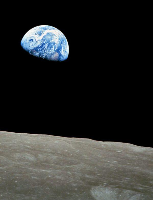 Apollo 8: Východ Země nad Měsícem