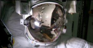 V helmě Parmitanova skafandru se i při opakované zkoušce objevila voda.