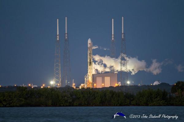 Falcon 9 v1.1 na startovací rampě