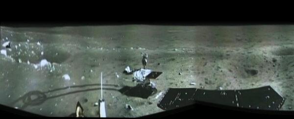Panoramatický snímek vytvořený z fotek pořízených přistávacím modulem Chang'e-3.