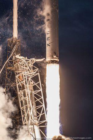 Mimořádně povedená HDR fotka ze startu rakety Falcon s družicí Thaicom-6