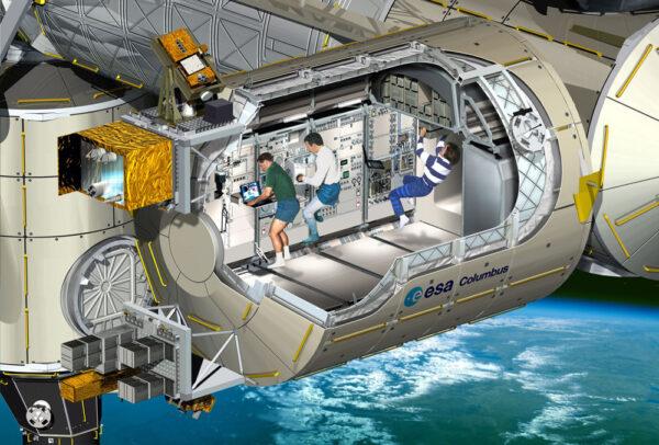 Řez laboratorním modulem Columbus. Zleva doprava můžete vidět čtyři skříně experimentů Fluid Science Laboratory, Biolab, European Phisiology Modules a European Drawer Rack. Ve stropní části pak European Storrage Rack. Ovšem současné rozložení je odlišné. Vlevo vně modulu pak můžeme dole vidět platformu EuTEF a nahoře SOLAR, který trochu vypadá jako malý teleskop na stativu. Všechny tyto součásti si popíšeme v další části článku.