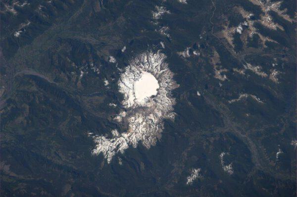 Chilská sopka Sollipulli vysoká 2282 metrů