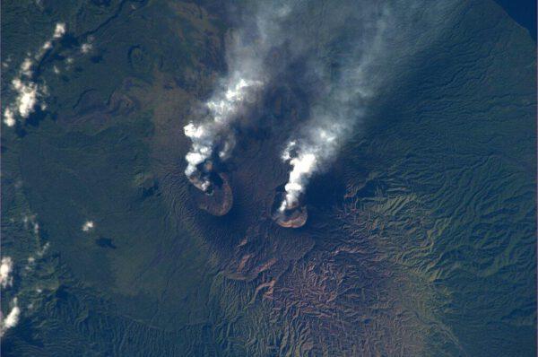 Dvojice aktivních vulkánů na tichomořském ostrůvku Vanuatu