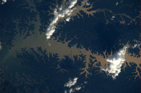 Brazilské vodní toky mají velmi členité břehy