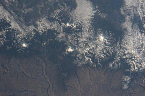 Několik horských velikánů v jednom snímku -  Mt. Adams, Mt. Hood, Mt. Rainier a Mt. St. Helens