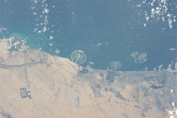Známá scenérie z Dubaje - lidmi vytvořený ostrov ve tvaru palmy