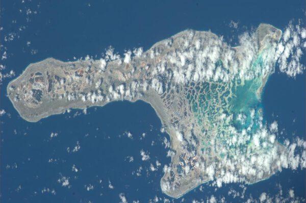 Kiritimati - největší atol světa nazývaný též Vánoční ostrov. našli bychom jej v souostroví Kiribati