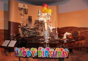 Vozítko Opportunity slaví 10. narozeniny na Marsu.