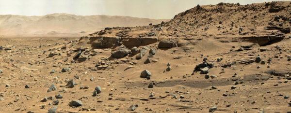 Oblast za dunou Dingo Gap, pojmenovaná Moonlight Valley