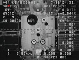 Palubní kamera na Progressu M-20M během pondělního odletu
