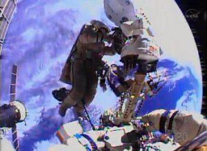 Ruští kosmonauti během výstupu
