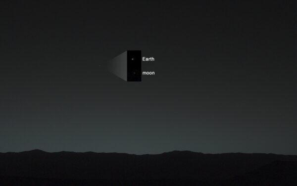 Země a Měsíc vyfocené z Marsu