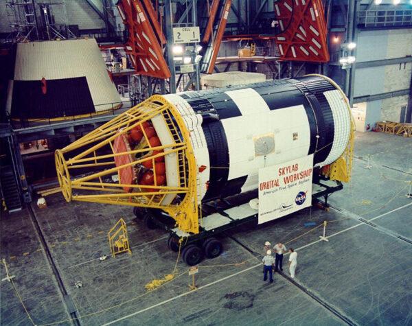 Stanice Skylab během výroby.