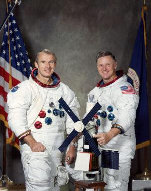 """Vance Brand (vlevo) a Don Lind se chystali i na """"bezpečnou likvidaci"""" Skylabu: ani jeden z nich však stanici nikdy nenavštívil."""