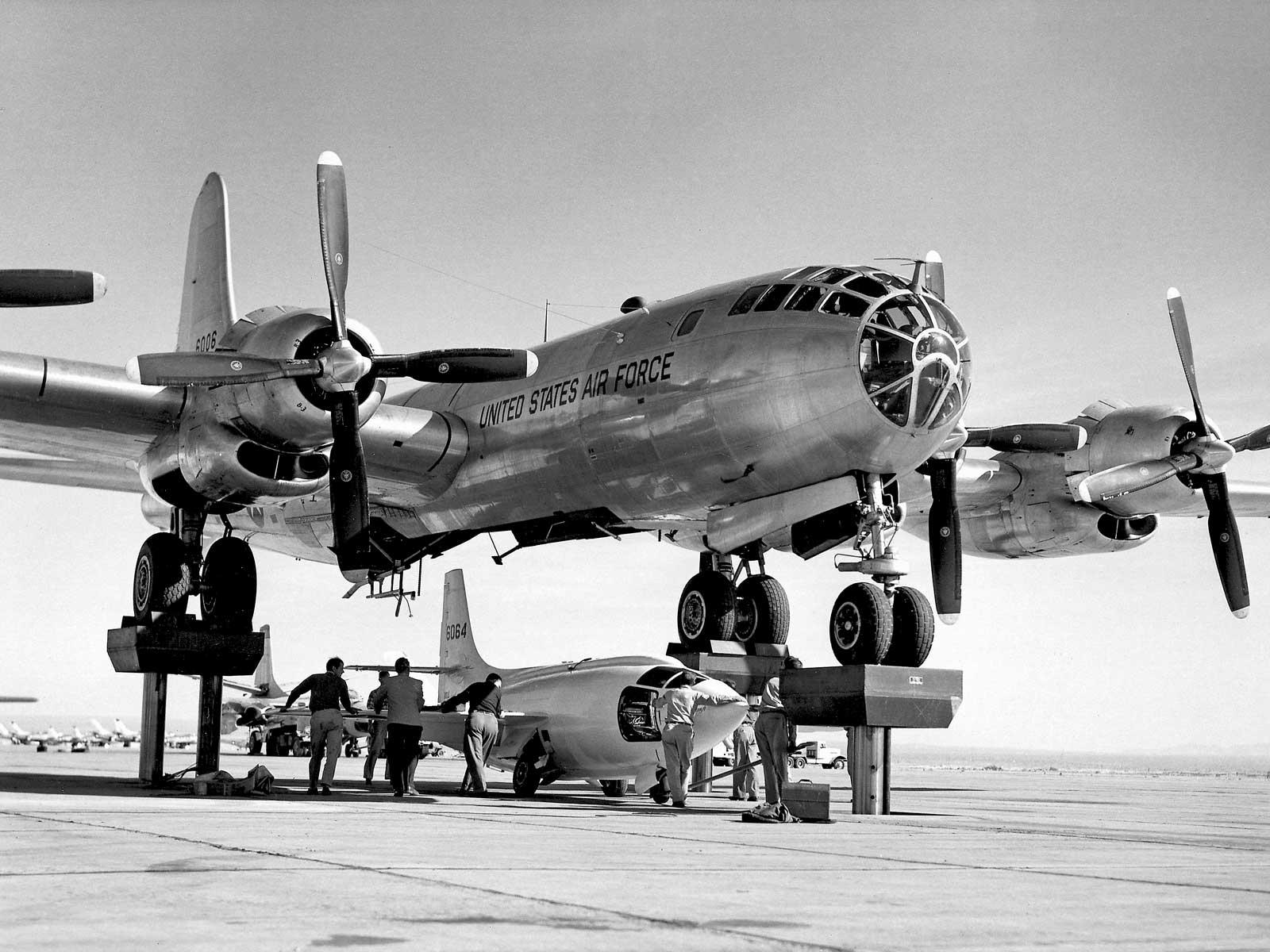 B-50 při nakládání X-1