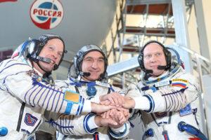 Posádka Sojuzu TMA-12M. Zleva: Swanson - Skvorcov - Artěmjev