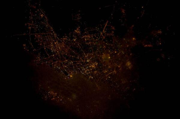 Metropole Íránu - Teherán - částečně zahalená mraky