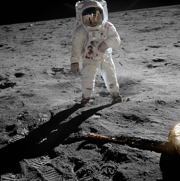 """""""Fotografie století"""": Aldrin s odrazem Neila a LM v průzoru"""