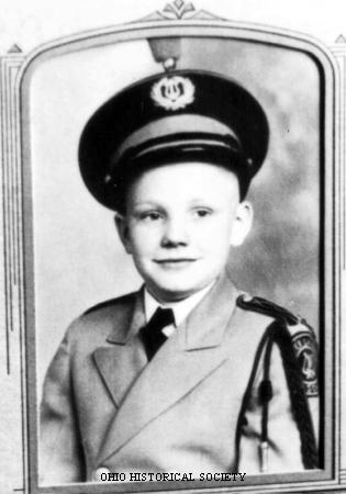 Neil ve skautské uniformě