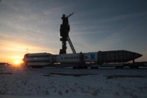 Proton-M míří ke startovní rampě.