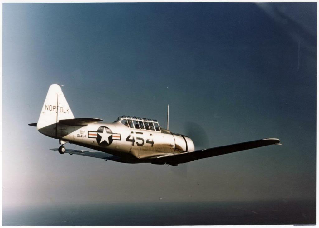 "SNJ Texan- první ""pořádné"" letadlo Neila Armstronga"