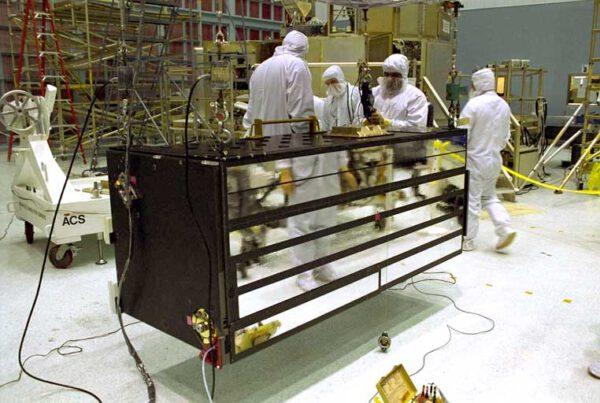 ACS v čisté místnosti Goddardova kosmického centra před montáží do nákladového prostoru raketoplánu Columbia