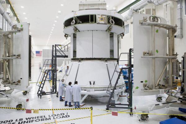Rozměrová a hmotnostní maketa servisního modulu pro Orion při testech