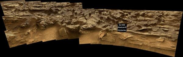 Curiosity zkoumá místo budoucího odebrání vzorku