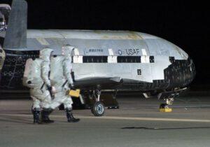 První letový exemplář X-37B po přistání