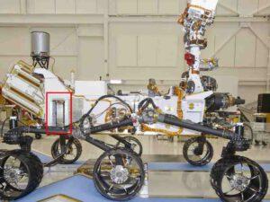 Umístění přístroje DAN na vozítku Curiosity