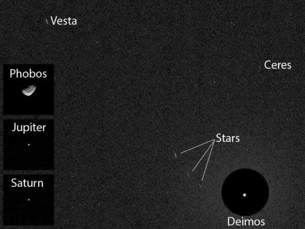 Curiosity fotí noční oblohu