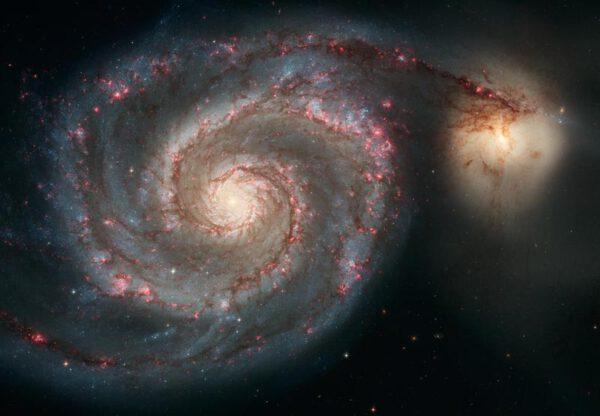 Whirlpool Galaxy, majestátní spirální galaxie M51 vzdálená od Země 23 milionů světelných let