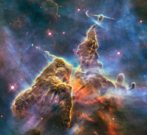 Mystic Mountain jsou součástí mlhoviny Carina, jsou vzdálené 7500 světelných let od Země