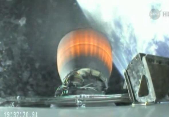 Horní stupeň během sedmiminutového zážehu dopravil kosmickou loď Dragon a několik malých satelitů na oběžnou dráhu s nejvyšším bodem ve výšce 340 a nejnižším 310 km vysoko.
