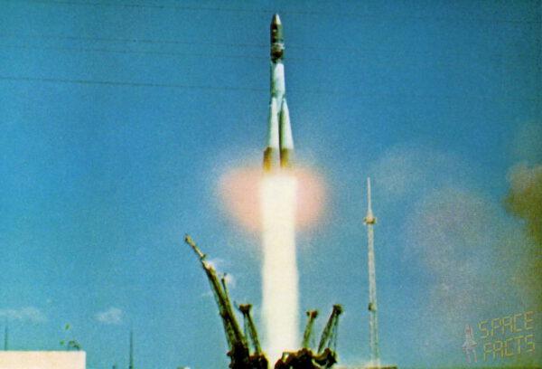 Vostok 1 startuje na palubě je Jurij Gagarin