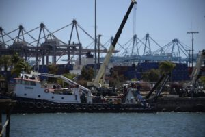 Vykládka Dragonu v přístavu Long Beach