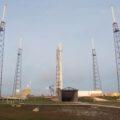 Raketa Falcon 9 v1.1 na startovní rampě před zkušebním zážehem