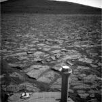 Takýto pohľad sa Opportunity naskytol tesne pred príchodom k úpätiu Solander Point Zdroj: http://www.midnightplanets.com/