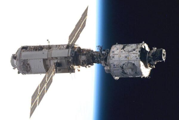 Jádro ISS: Zarja (let 1A/R, vlevo) a Unity (2A).