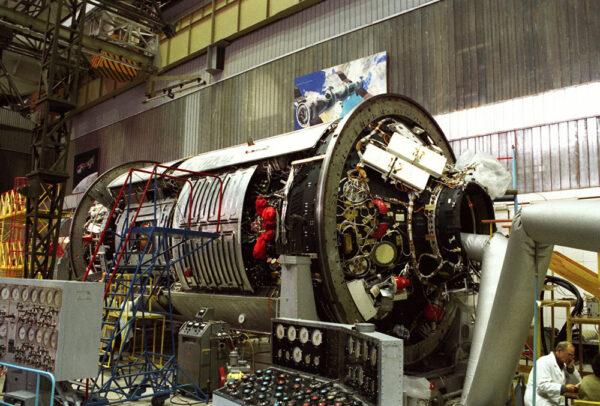 Zarja v roce 1997: modul je formálně hotový, ale kvůli zpoždění Zvezdy dochází k jeho dodatečnému vylepšování.