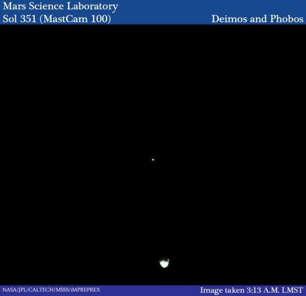 Sol 351 - kamera MastCam pořídila fotku, kterou od ní nikdo nečekal. Na snímku jsou oba měsíce Marsu - Phobos a Deimos