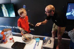 """Návštěvníci si mohou """"uvařit"""" vlastní jádro komety"""