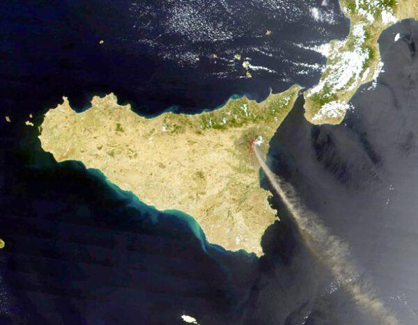 Etna - nejznámější sicilský vulkán