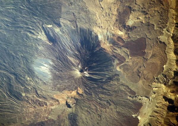 Pico de Teide - třetí nejvyšší sopka světa (od úpatí pod hladinou měří 7000 metrů) je součástí ostrova Tenerife (Kanárské ostrovy)
