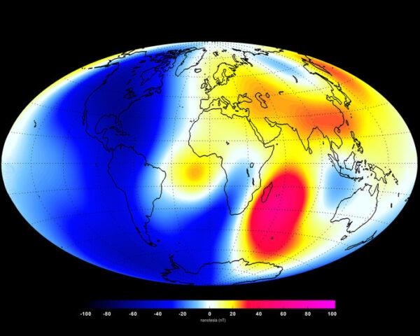 Změny magnetického pole naměřené sondami Swarm - na červených místech pole zesílilo, nad modrými místy naopak oslabilo.
